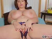 Round Mature Lady Plays With Herself