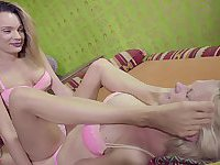 Female defeats blonde with footsmothering