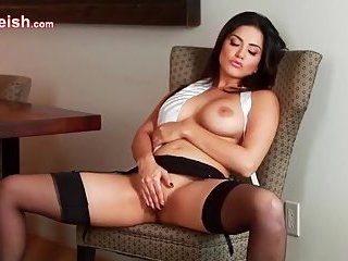 Spicy Sunny Leone provoking us